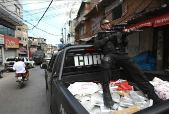 Brazilian law enforcement agents said the cocaine was hidden in a truck and they had acted on a tip from a taxi driver who apparently was a member of the band of drug traffickers. EFE/File
