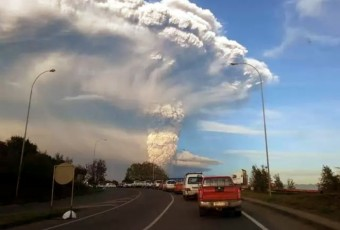 """Calbuco 22-4-15"" by Aeveraal - Own work. Licensed under CC BY-SA 4.0 via Wikimedia Commons"
