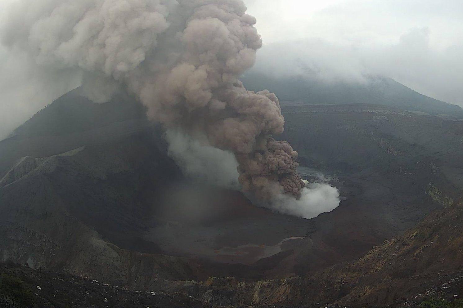 Poas Volcano In Costa Rica Was Very Active This Friday This Time The Eruption Included Ash Costa Rica Star News